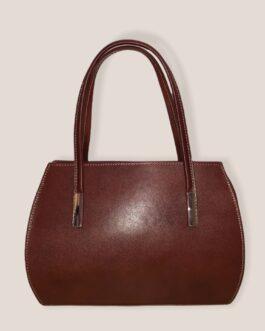 Стилна малка дамска чанта от естествена кожа в керемиден цвят.